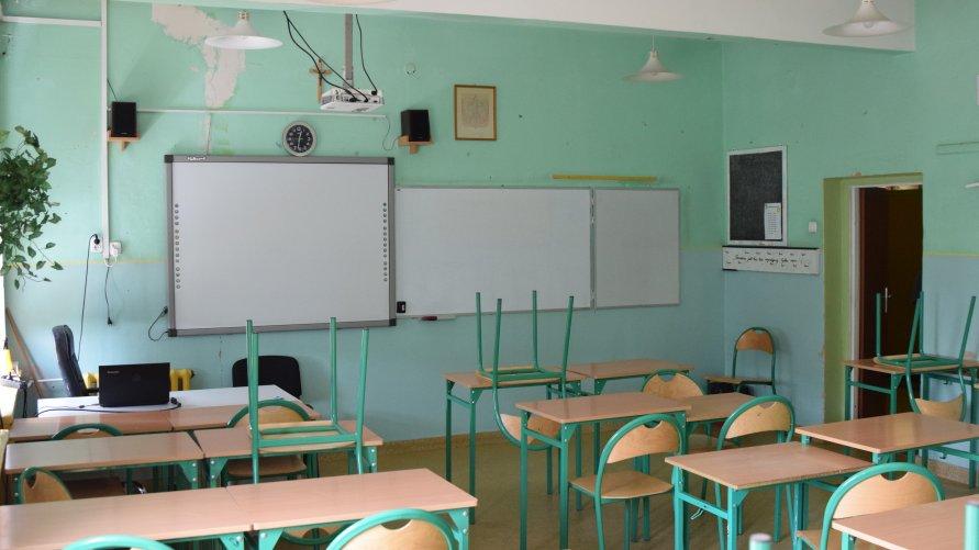 W Szkole Podstawowej nr 14 usunięte zostaną okładziny dróg elewacyjnych, częściowo zostaną wymienione drzwi. Jak co roku, przeprowadzone zostaną również takie prace jak malowanie sal lekcyjnych i korytarzy oraz remont łazienek.